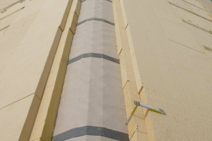 Aislamiento de tejado en casa pasiva mediante placas de fibra de madera