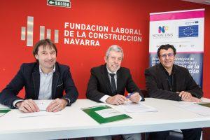 El momento de la firma del convenio entre Onhaus, Fundación Laboral para la Construcción y Passivhaus Consultores - Foto de Navarra Capital